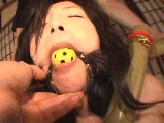 磔緊縛されたマゾ女が涎をダラダラと垂れ流しながらSMプレイに悶絶する…