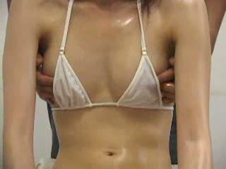 【FC2】貧乳でビキニ熟女素人おばさんのオイルマッサージ無料エロ動画。...
