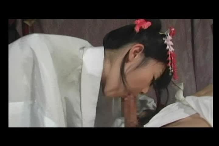 【つぼみ】和服童顔美少女 つぼみが着物姿をはだけさせて江戸時代コスで騎乗位セックス!