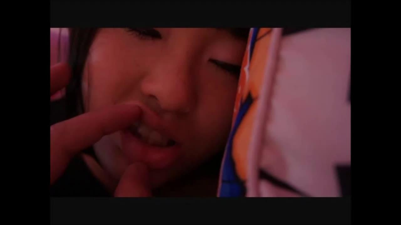 [個人撮影]泥酔爆睡してる他人妻にいたずらハメ撮り!!