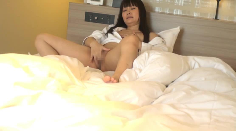 ビジネスホテルで性欲を発散するOL達を盗撮していると、色々なオナニー方法が撮れました。